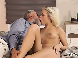 penalize three way nubile babe Surprise your girlplaymate and she will plumb with your daddy