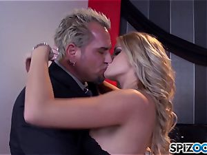 Jessa Rhodes appetizing taut cootchie is ravaged by a enormous stiffy